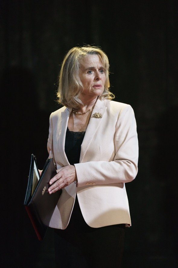 Sinead-Cusack-as-Kent-in-KING-LEAR-at-Chichester-Festival-Theatre.-Photo-Manuel-Harlan