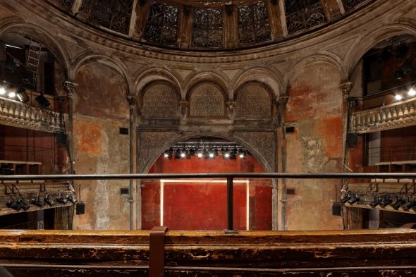 Théâtre_des_Bouffes_du_Nord_06